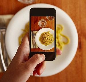 critici gastronomici da sito di recensioni online piatto