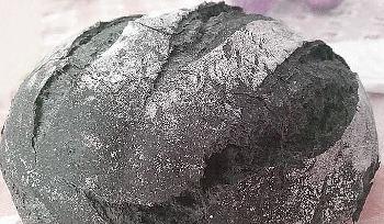 pane al carbone vegetale pagnotta