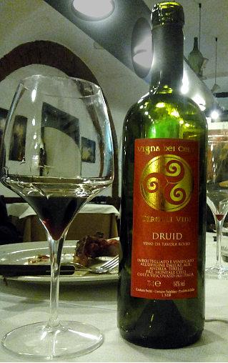 Druid Freisa Tirelli bottiglia e calice