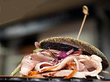 street food pane al carbone vegetale