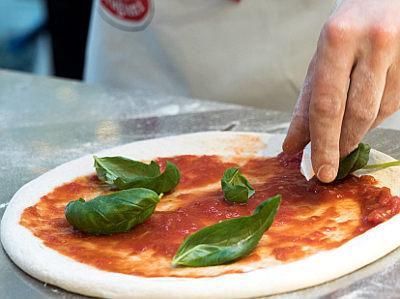 Pizza con il solo lievito madre lievito