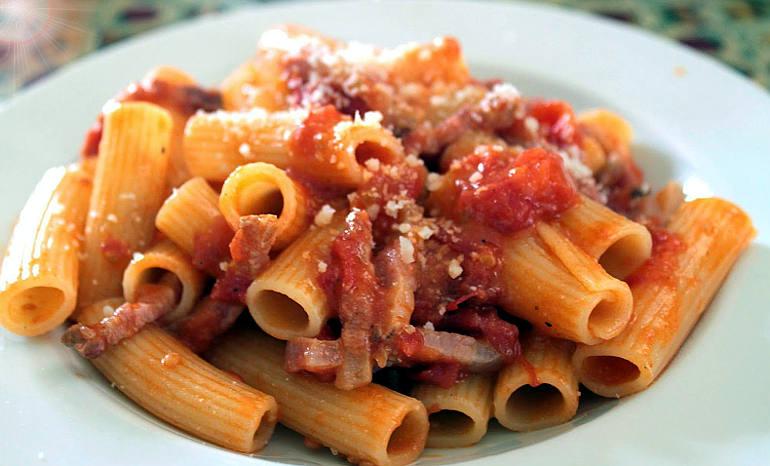 Il divo Giulio e il cibo italiano amatriciana