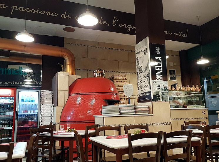 pizzeria carmnella napoli interno sala