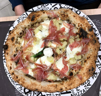la pizza non deve mai arrivare nel piatto già tagliata pizza mista