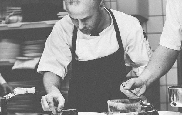 cooking show cui prodest cuoco che guarnisce