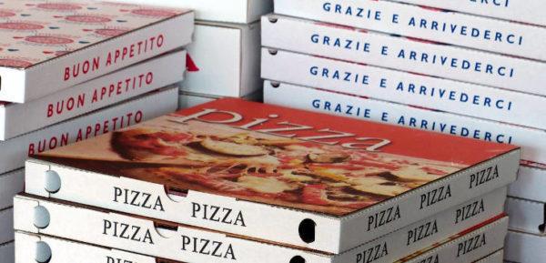 trash pittorico da pizzeria cartoni pizza impilati