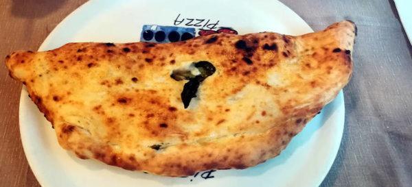pizzeria capasso a porta San gennaro napoli ripieno con scarole