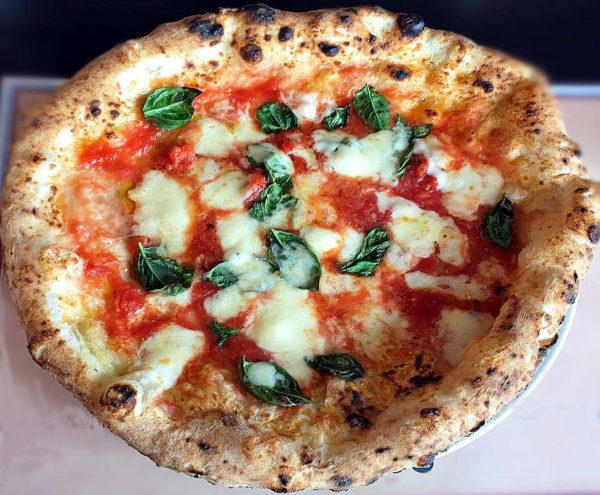 Guglielmo vuolo intervista con il pizzaiolo pizza margherita