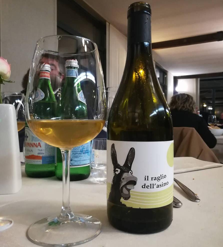 il raglio dell'asino calice e bottiglia vino