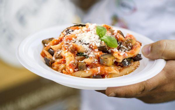 Pasta alla Norma a Villa Bellini - l'omaggio di Cibo Nostrum 2019 a Catania