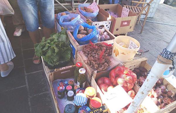 mercato di Marsaxlokk banchi di vendita conserve fatte in casa