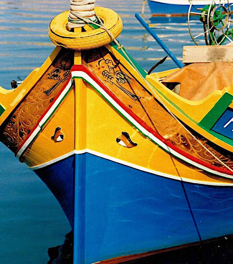 mercato di Marsaxlokk luzzu colorata barca tipica maltese
