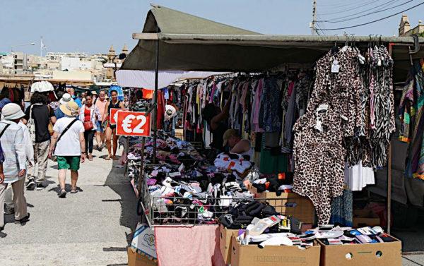 mercato di Marsaxlokk malta girando tra i banchi