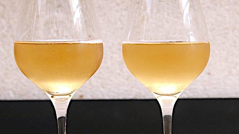 Attention Chenin méchant 2017 Nicolas Reau il vino che morde coppia calici
