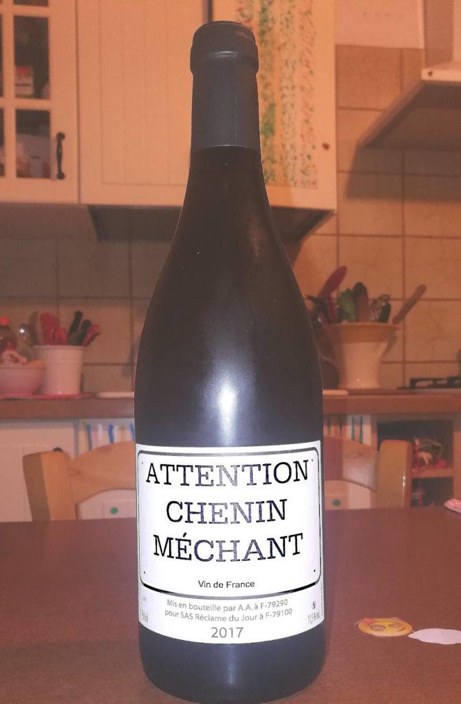 Attention Chenin méchant 2017 bottiglia in cucina