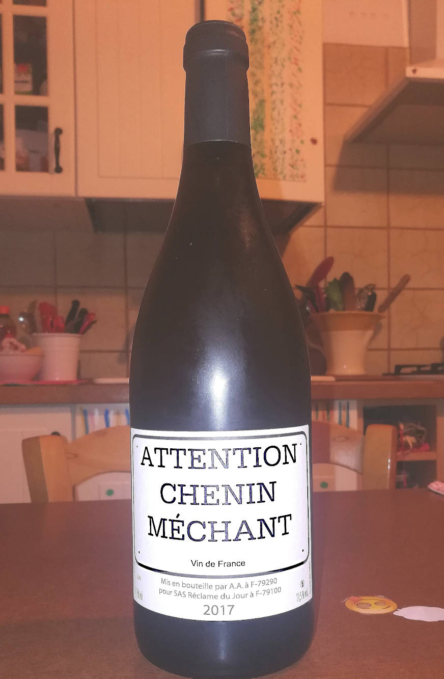 Attention Chenin méchant 2017 bottiglia in cucina
