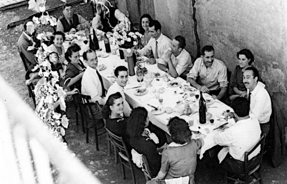 tavolate di uomini e donne rigidamente separate tavolata anni 50