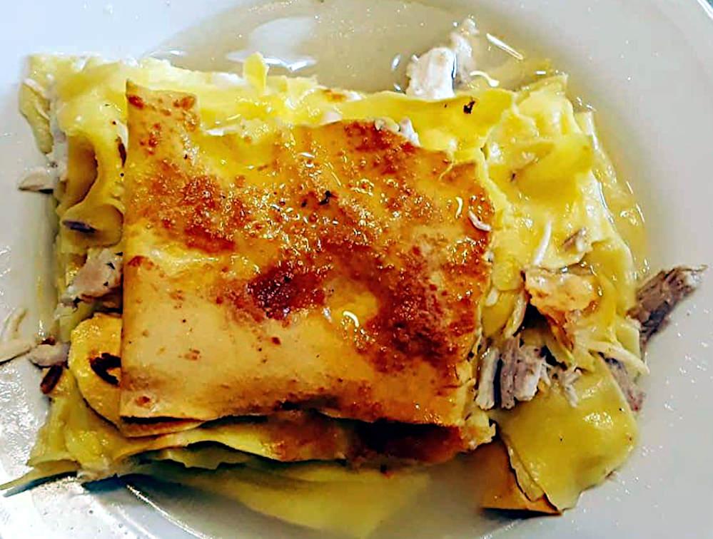 lasagna in brodo alla molisana porzione di lasagna nel piatto