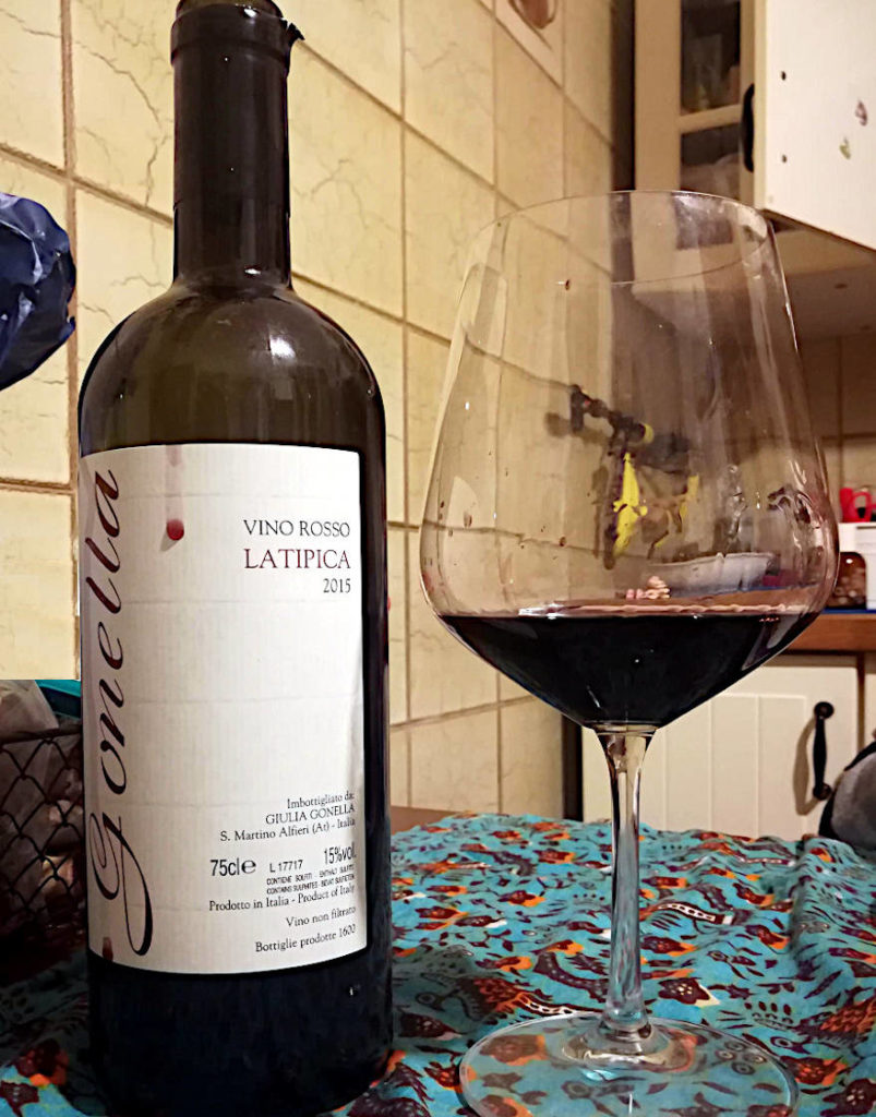 LaTipica 2015 Gonella vino rosso bottiglia e calice