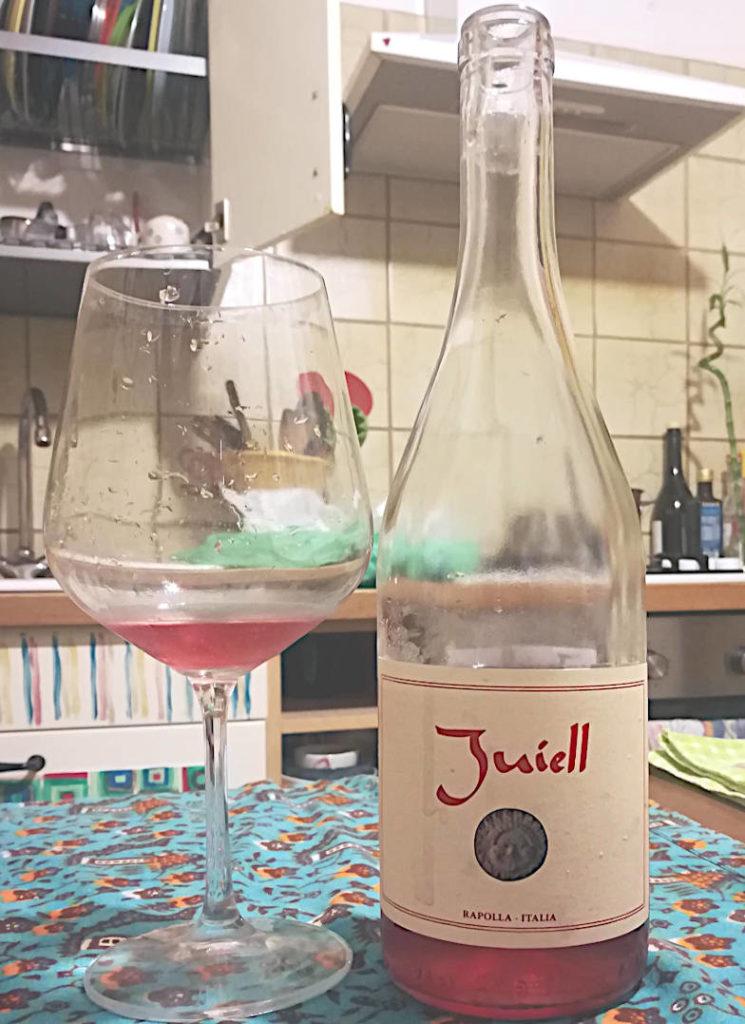 Juiell 2019 agricola camerlengo antonio cascarano calice e bottiglia
