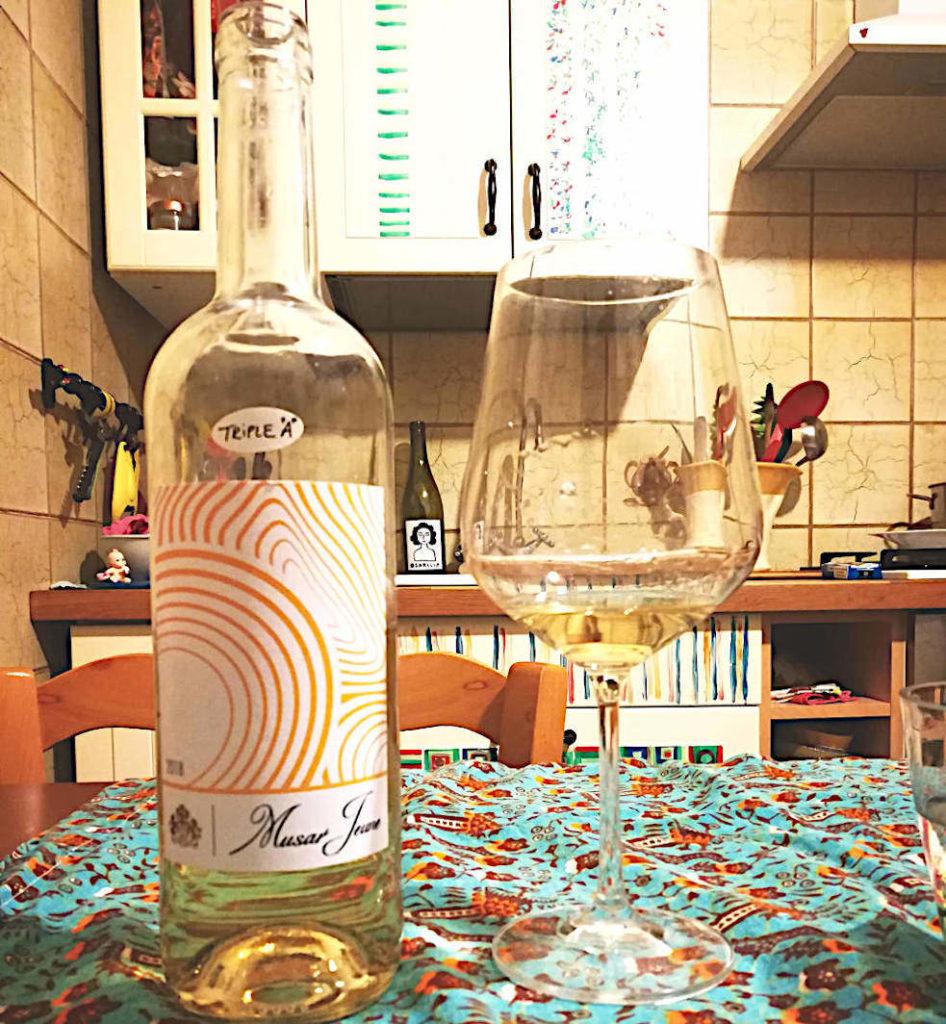 Musar Jeune Bianco di Chateau Musar calice e bottiglia