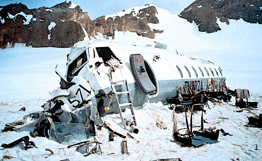 ALIVE SOPRAVVISSUTI ed il cibo degli Dei carlinga aereo sulla neve