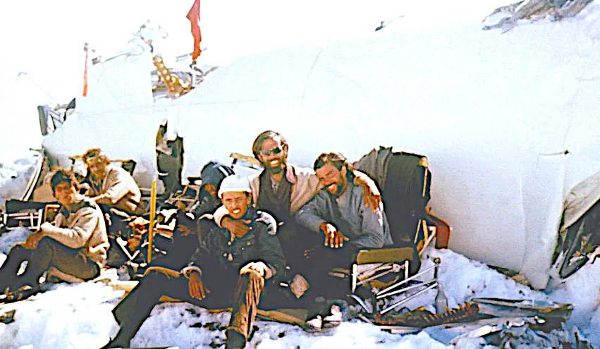 ALIVE SOPRAVVISSUTI film resti di aereo e sopravvisuti