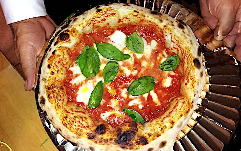 come riscaldare la pizza – esperienze e considerazioni pizza margherita cornicione alto