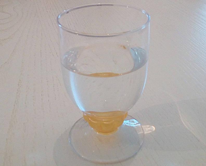 esperienza bisensoriale bicchiere di acqua
