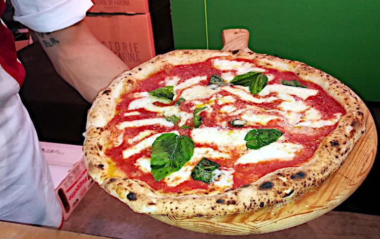 il concetto di cosa è davvero una pizza margherita appena sfornata