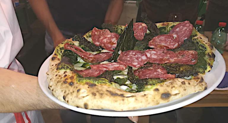 concetto di cosa è davvero una pizza pizza